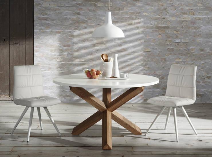 Pomysł na oświetlenie w jadalni: styl , w kategorii Jadalnia zaprojektowany przez Le Pukka Concept Store,