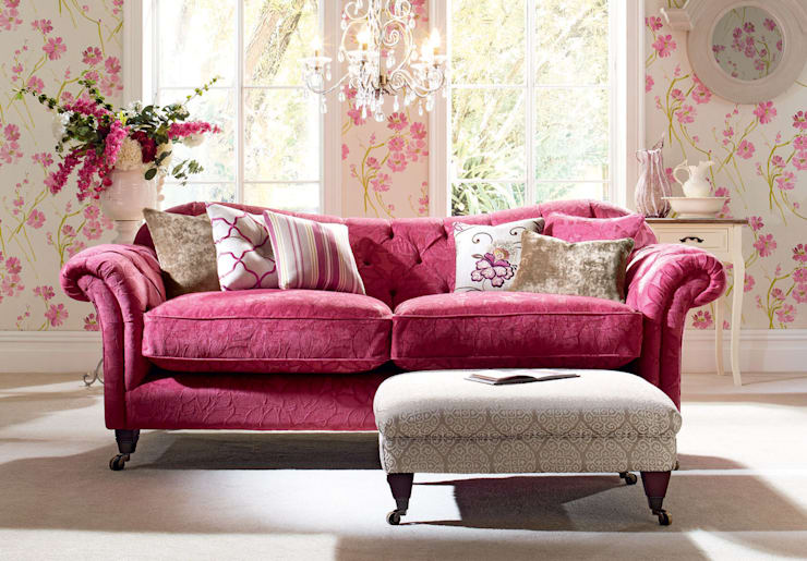 Re-Upholstery: classic Living room by Plumbs