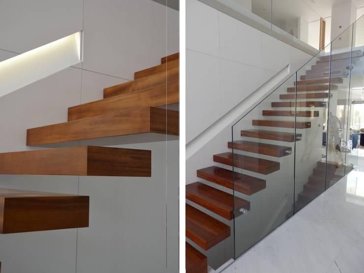 Pasillos y recibidores de estilo  por Alicante Arquitectura y Urbanismo SLP