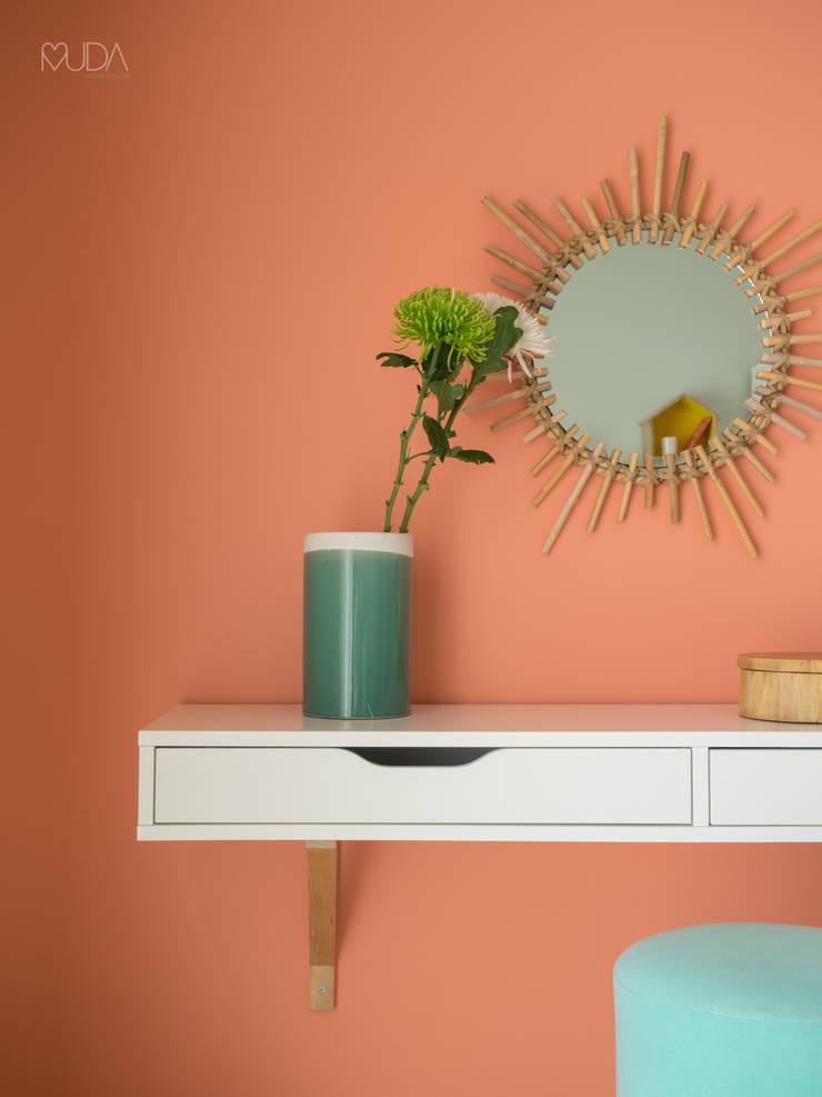 Quarto Tropical | Depois :   por MUDA Home Design