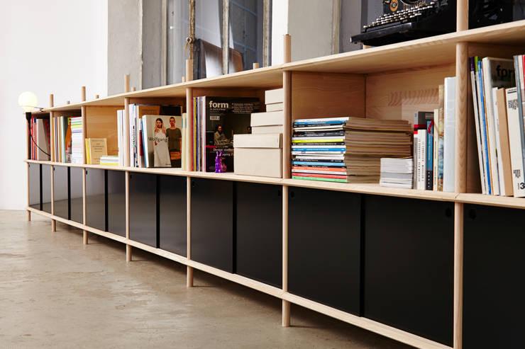 modern Living room by Neuvonfrisch