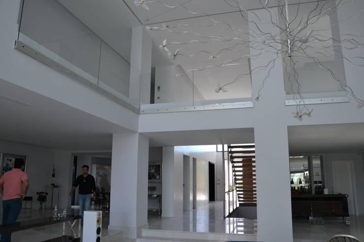 Comedores de estilo mediterraneo por Alicante Arquitectura y Urbanismo SLP
