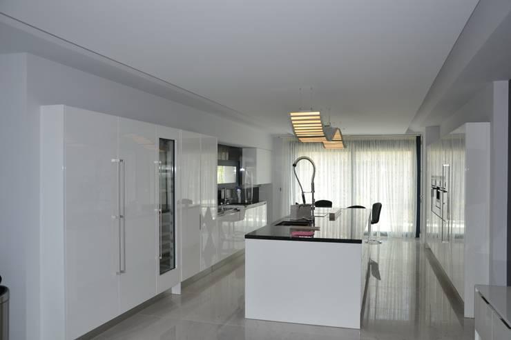 Casa Nathalia: Cocina de estilo  de Alicante Arquitectura y Urbanismo SLP