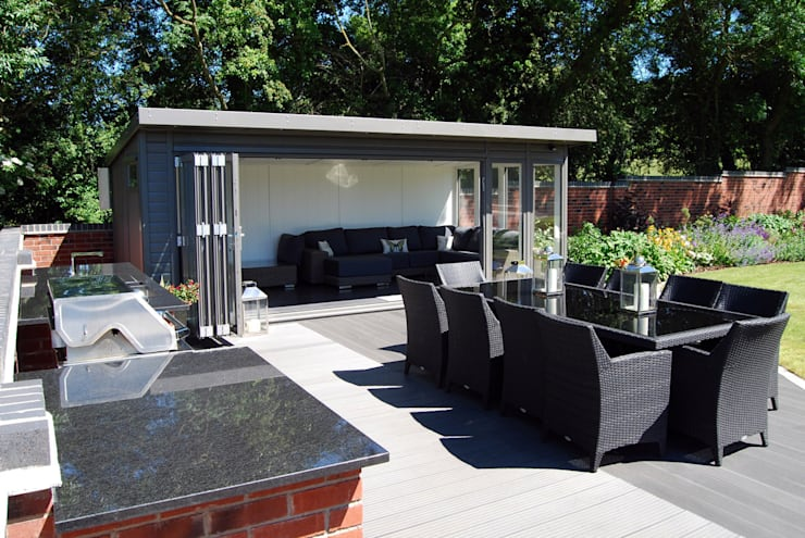 Outdoor dining and entertaining space:  Garden by Lush Garden Design