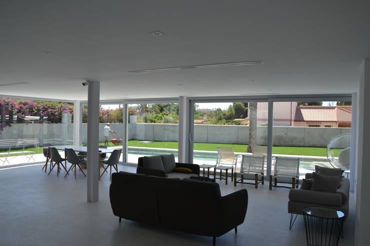 Interior: Comedores de estilo moderno de Alicante Arquitectura y Urbanismo SLP