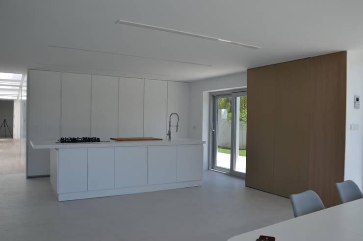 Interior: Cocinas de estilo moderno de Alicante Arquitectura y Urbanismo SLP