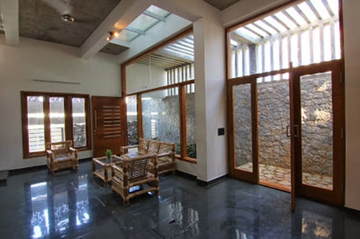 Shanthi Priya Residence at Uthandi, Chennai :  Living room by Muraliarchitects