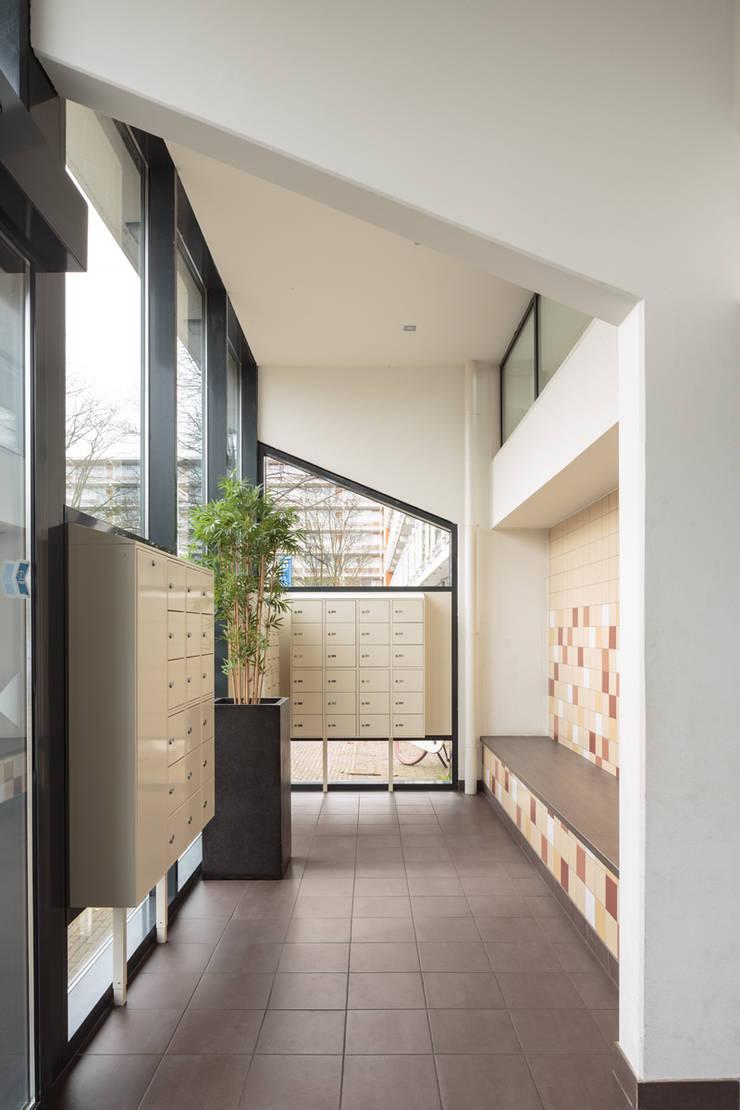 Corridor & hallway by Studio LS, Minimalist