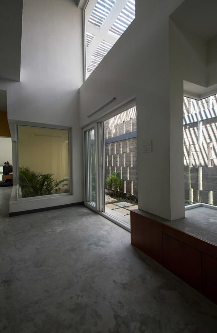 Mrs & Mr.JUSTIN S RESIDENCE AT MEDAVAKKAM, CHENNAI: rustic Living room by Muraliarchitects