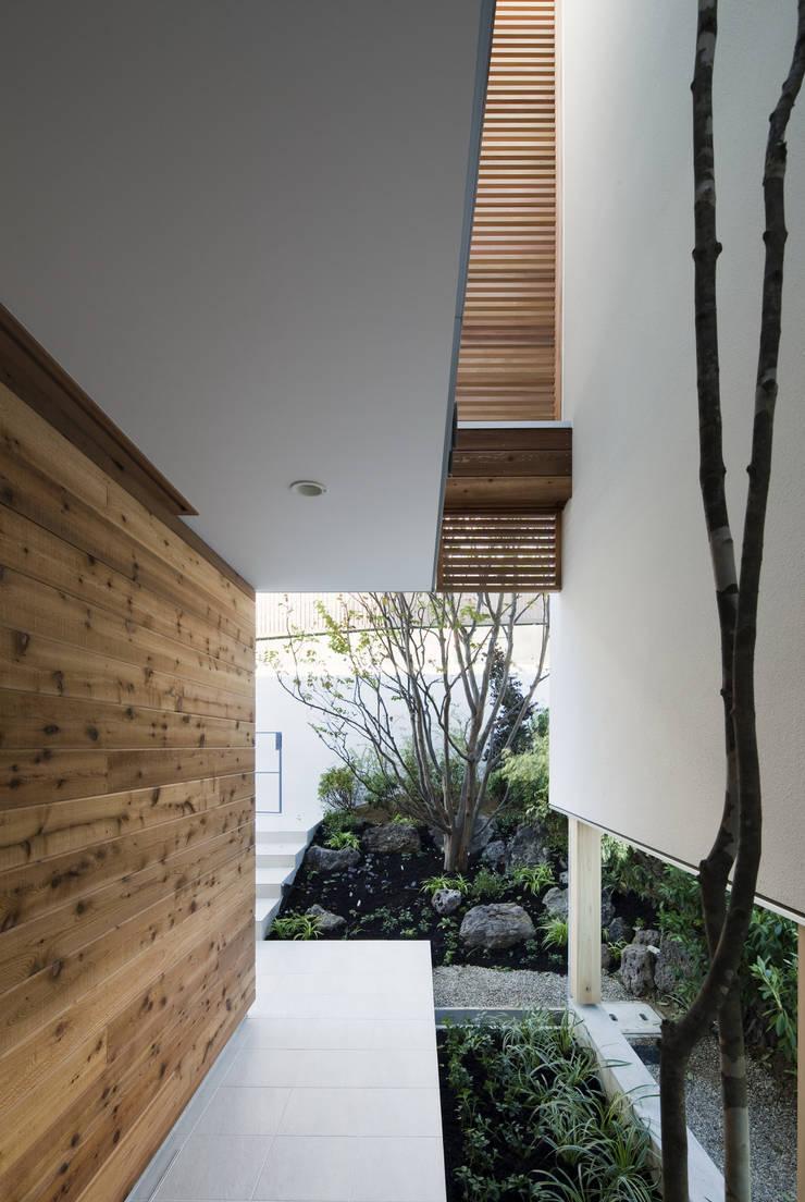 HILL HOUSE: プラスアトリエ一級建築士事務所が手掛けた庭です。