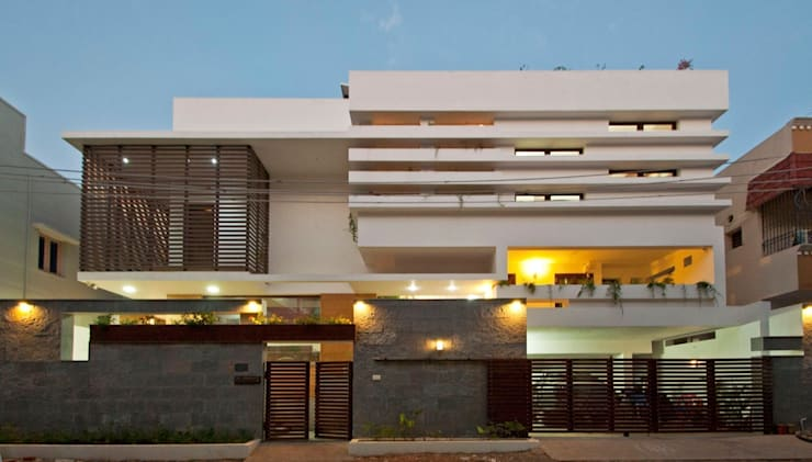 mr sajeev kumar s residence at girugambakkam, near m.i.o.t hospital, chennai ,tamilnadu: modern Houses by Muraliarchitects