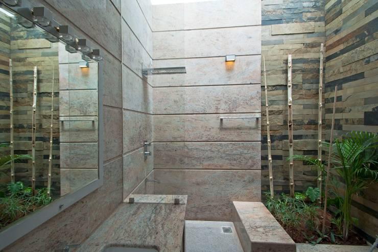 mr sajeev kumar s residence at girugambakkam, near m.i.o.t hospital, chennai ,tamilnadu: modern Bathroom by Muraliarchitects