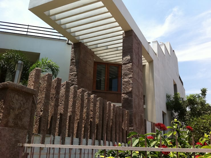 DR.BALAMURUGAN RESIDENCE: modern Houses by Muraliarchitects