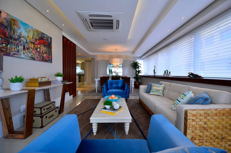 Bela Vista 01: Salas de estar  por Juliana Baumhardt Arquitetura