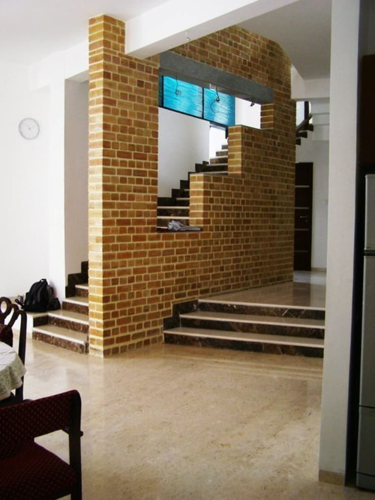 ARUNAGIRI RESIDENCE:  Walls by Muraliarchitects