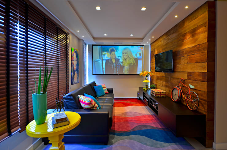 Media room by Juliana Baumhardt Arquitetura