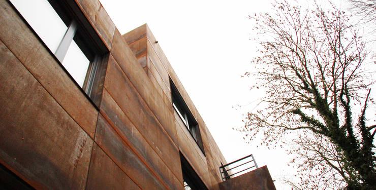 Doppelhaus Klein Grün: moderne Häuser von mbpk Architekten & Stadtplaner