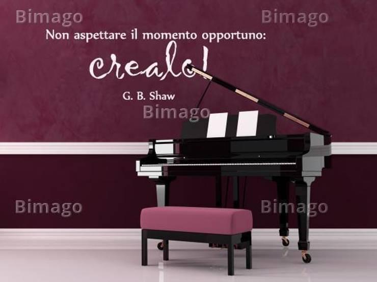 Non aspettare il momento opportuno: crealo! (George Bernard Shaw) : Pareti & Pavimenti in stile in stile Moderno di BIMAGO.it