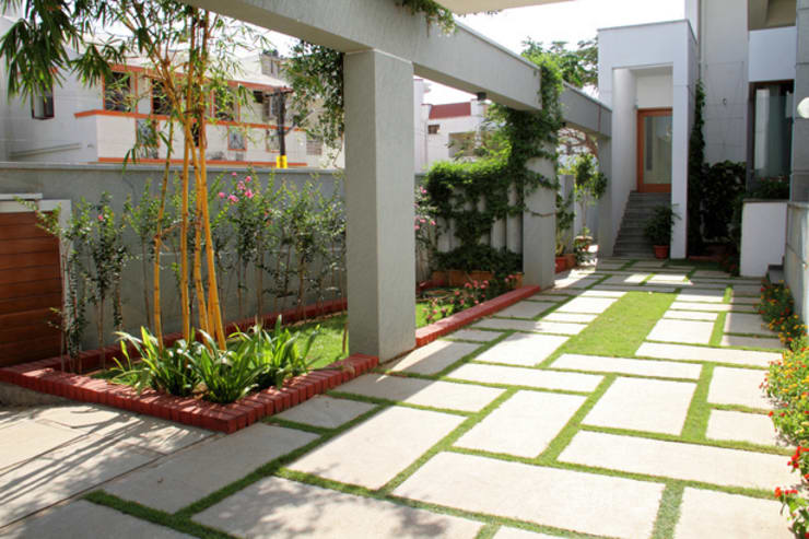 RESIDENCE FOR MRS. & MR. VASUKI RAJAGOPALAN: modern Garden by Muraliarchitects