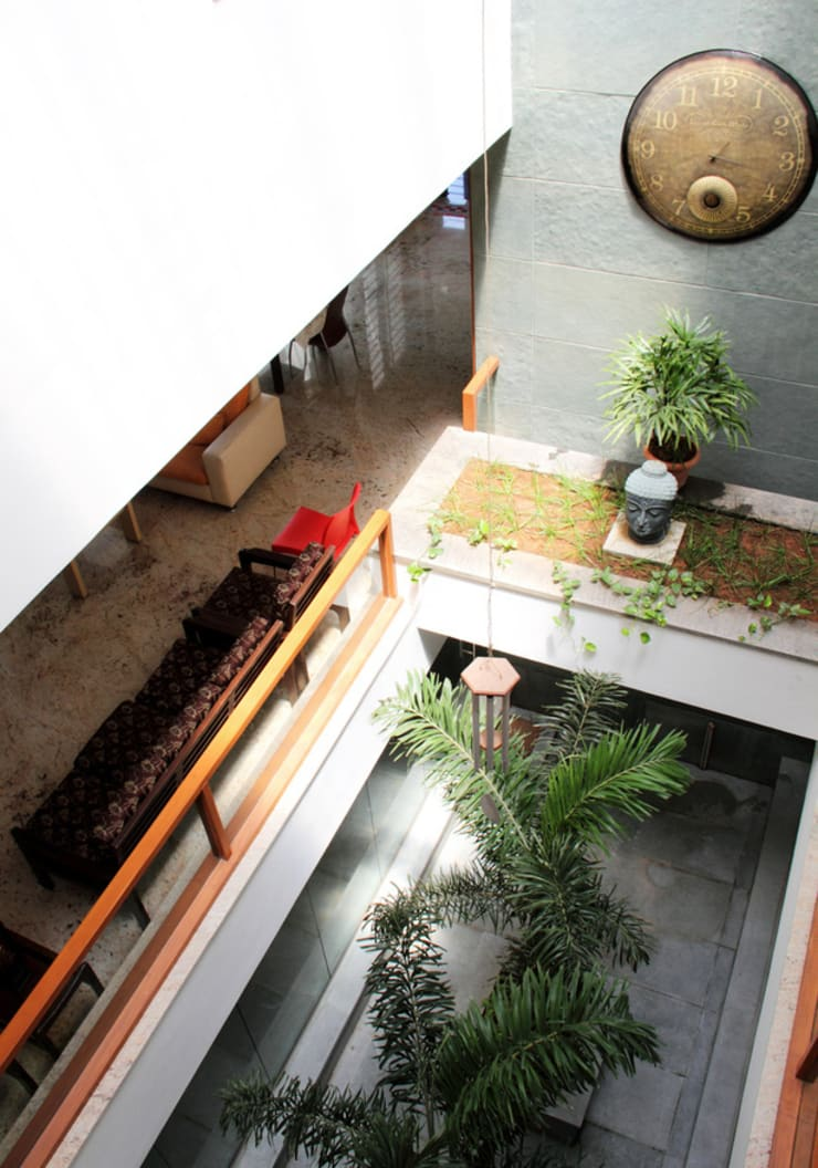 RESIDENCE FOR MRS. & MR. VASUKI RAJAGOPALAN:  Terrace by Muraliarchitects