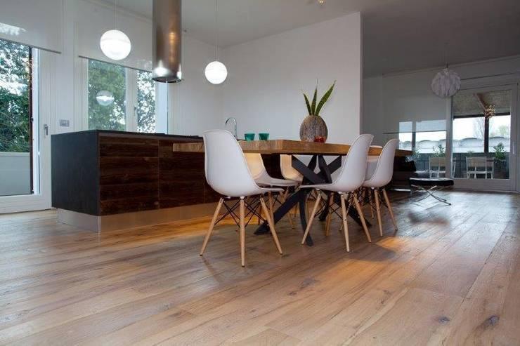 BRICCOLA WOOD OF VENICE wood flooring: Pareti & Pavimenti in stile  di ANTICO TRENTINO S.R.L.