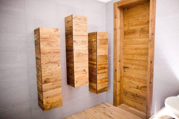 BRICCOLA WOOD OF VENICE wood flooring: Pareti & Pavimenti in stile in stile Rustico di ANTICO TRENTINO S.R.L.