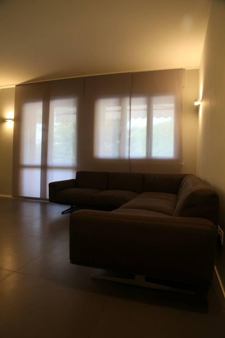 Casa a m un appartamento all 39 insegna del minimal di tau for Minimal architettura