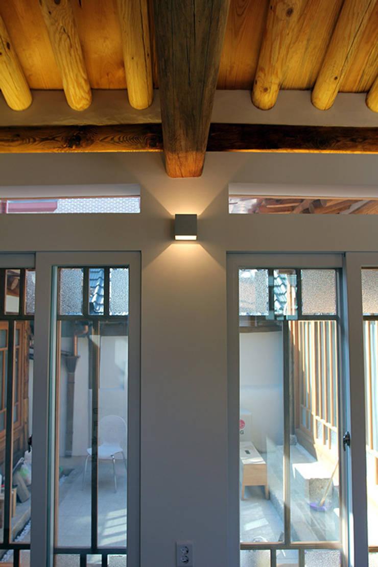 인테리어: 라이프인스탈로의  창문