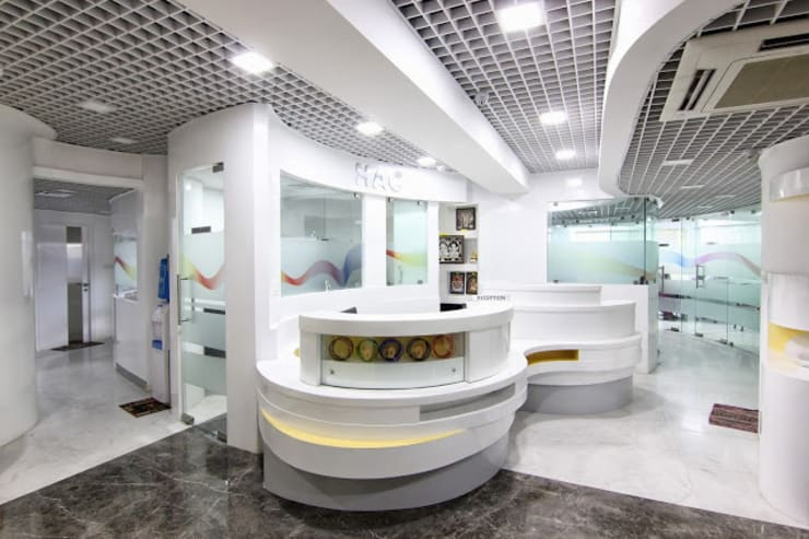 HEARING AID CENTRE:  Study/office by Muraliarchitects