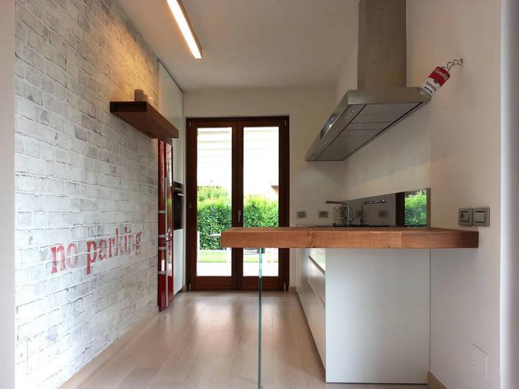 cucina: Cucina in stile  di studio radicediuno
