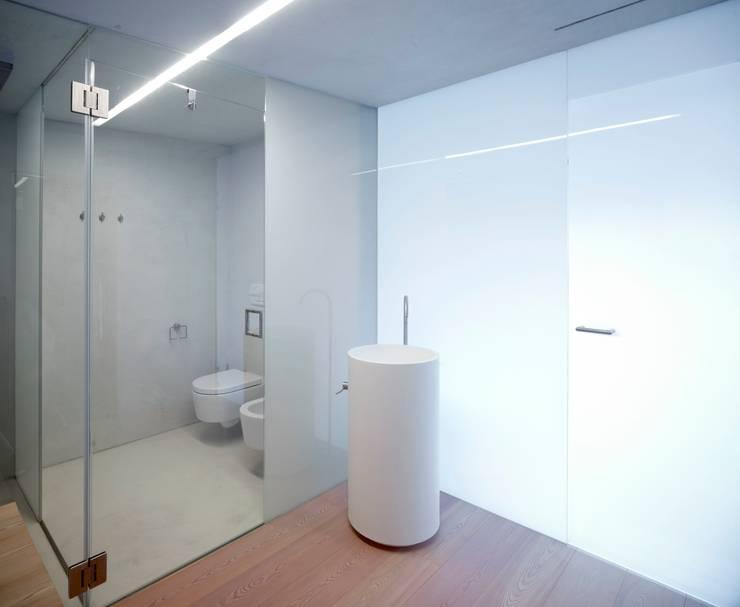 Banheiros  por Burnazzi  Feltrin  Architects