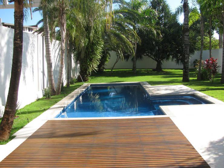 CASA LB: Piscinas  por DIOGO RIBEIRO arquitetura,