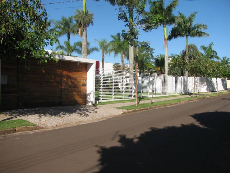 CASA LB: Casas  por DIOGO RIBEIRO arquitetura,