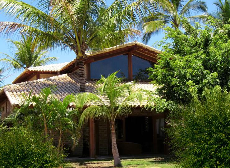 Residência Outeiro: Casas  por Cria Arquitetura,Tropical