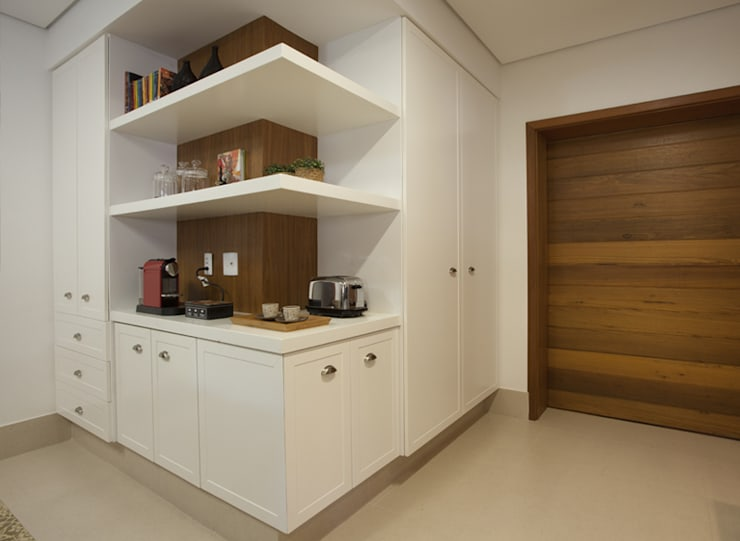 Kitchen by Cria Arquitetura