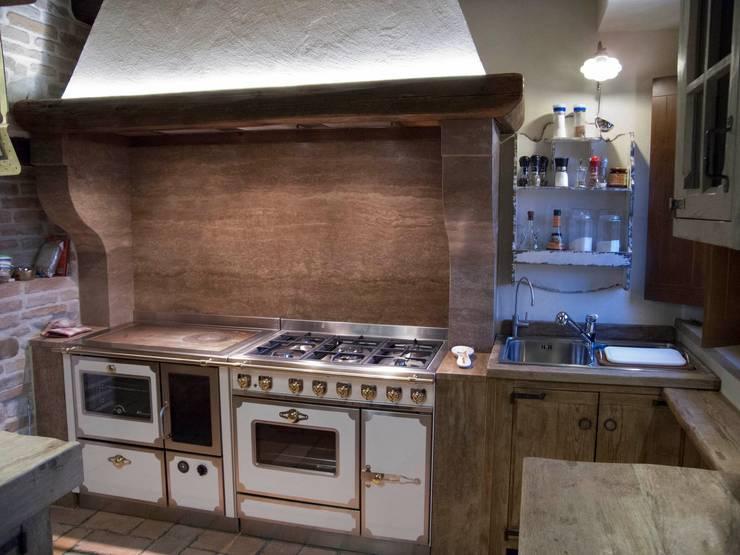 Cucina Beate: Cucina in stile in stile Rustico di Porte del Passato