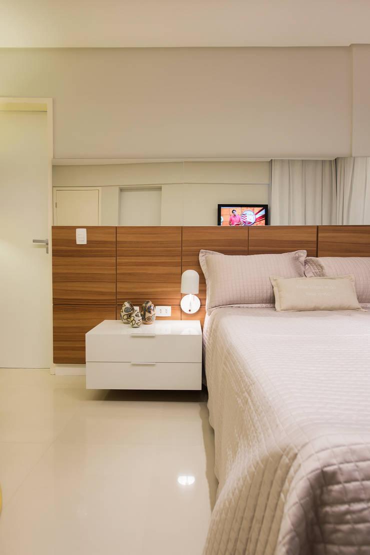 Apartamento Caravelas: Quartos  por Fábrica Arquitetura