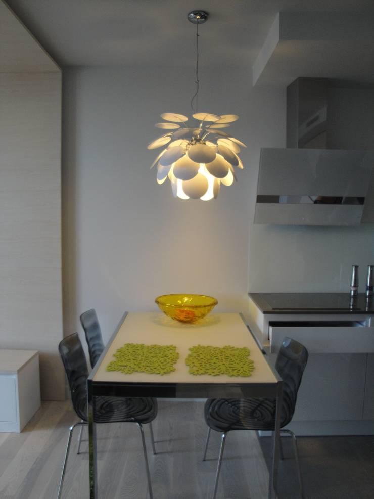 Nowoczesny aneks kuchenny: styl , w kategorii Kuchnia zaprojektowany przez ,,Goya Art'' Małgorzata Świderska,