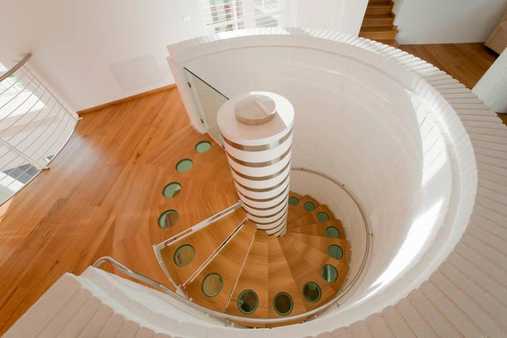 Projekty,  Korytarz, hol i schody zaprojektowane przez ANTICO TRENTINO S.R.L.