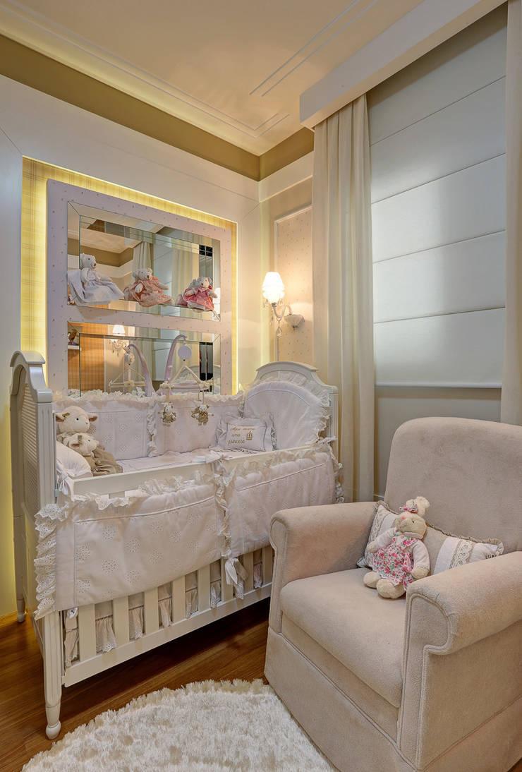 QUARTO DE BEBE: Quarto infantil  por Fernanda Marchette Arquitetura