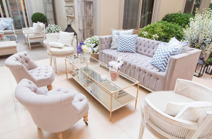 Sala: Salas de estilo clásico por Elemento Tres