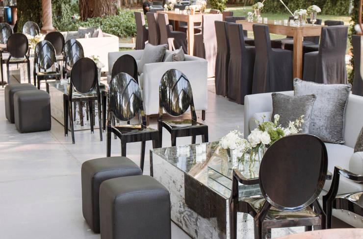 Salas Longe: Jardín de estilo  por Elemento Tres