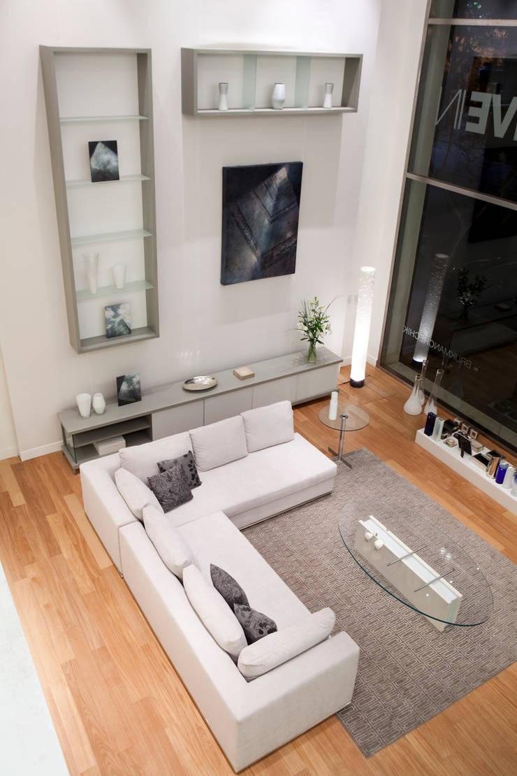Showroom LIVE IN: Livings de estilo moderno por LIVE IN