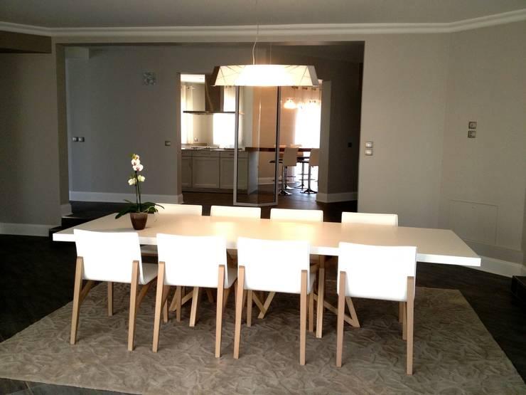 Résidence secondaire 300m²: Salle à manger de style de style Moderne par LADD