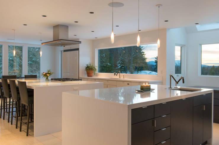 Knights Hill: Cocinas de estilo  por InteriorEs Silvana McColgan