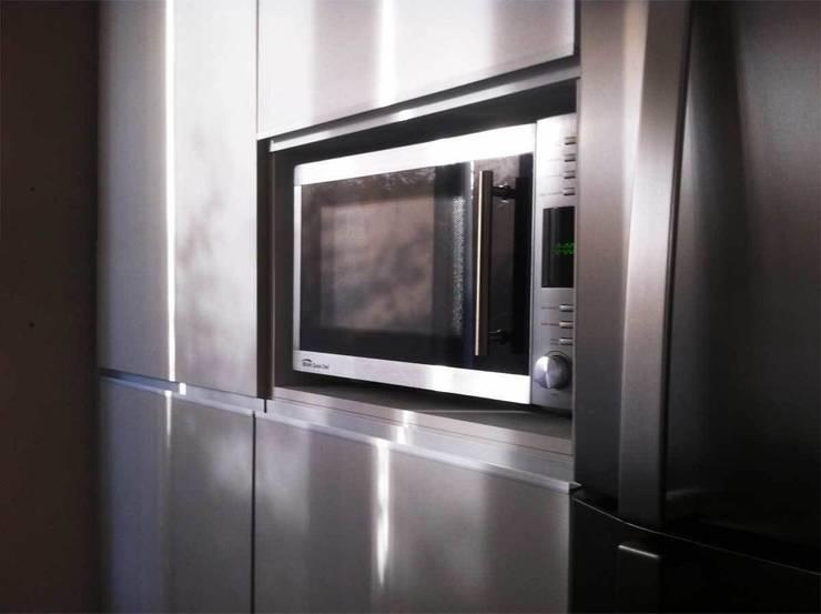 Proyectos de interiores varios: Cocinas de estilo  por ZYX estudio