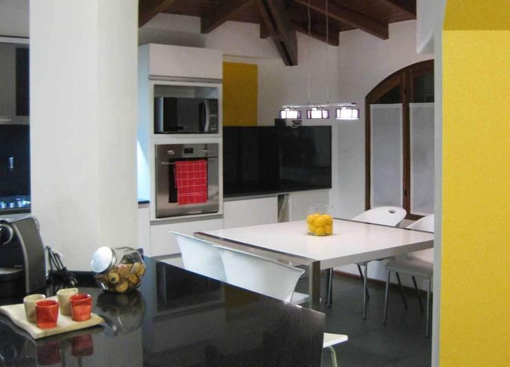 Proyectos de interiores varios: Comedores de estilo  por ZYX estudio,Moderno