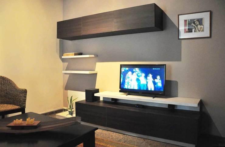 Salas / recibidores de estilo moderno por ZYX estudio