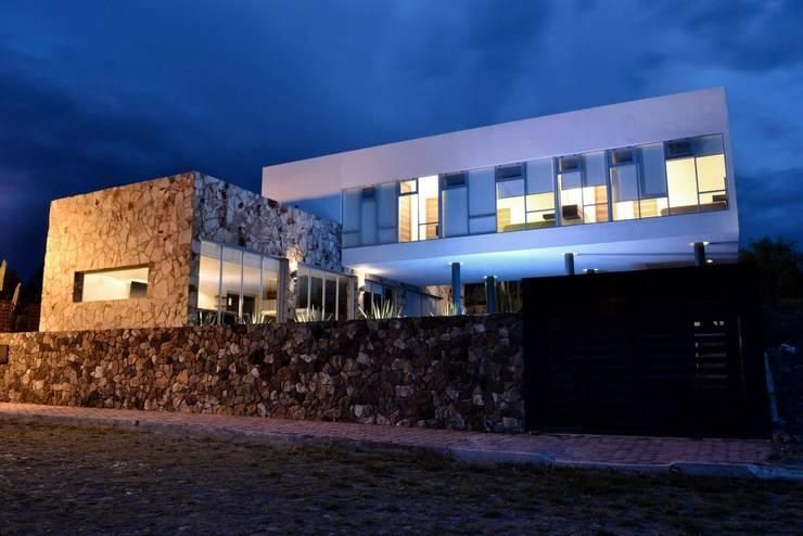 Casas de estilo  por TREEHOUSE ARQUITECTURA Y LUZ