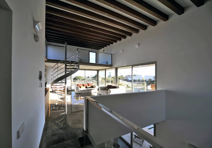 Oficinas de estilo  por Chiarri arquitectura